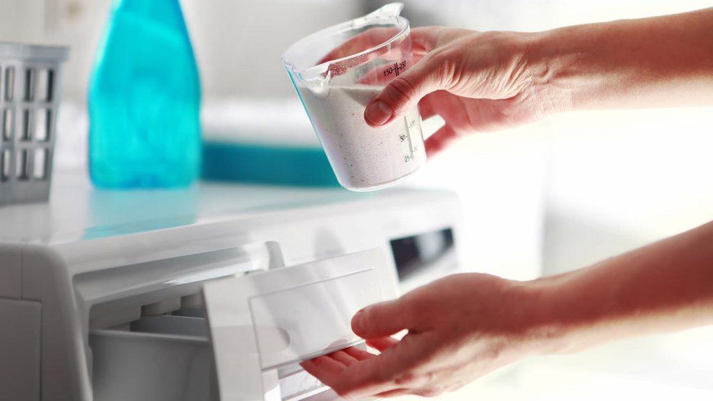 Detergente en la lavadora